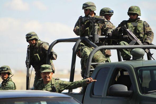 Unos 45 mil militares y varios miles de policías federales se mantienen...