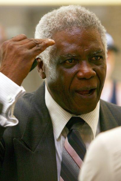 Además pidió disculpas en nombre del ex  presidente que se mantuvo en el...