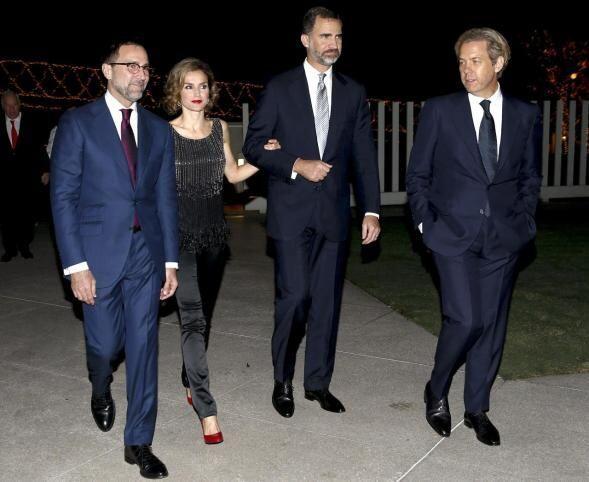 Donde asistieron a una recepción ofrecida por el embajador de los...