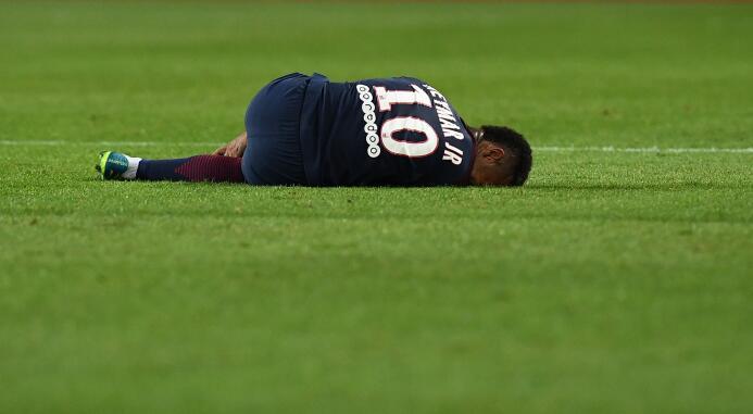 El PSG goleó al Saint-Etienne con un implacable Cavani GettyImages-83902...