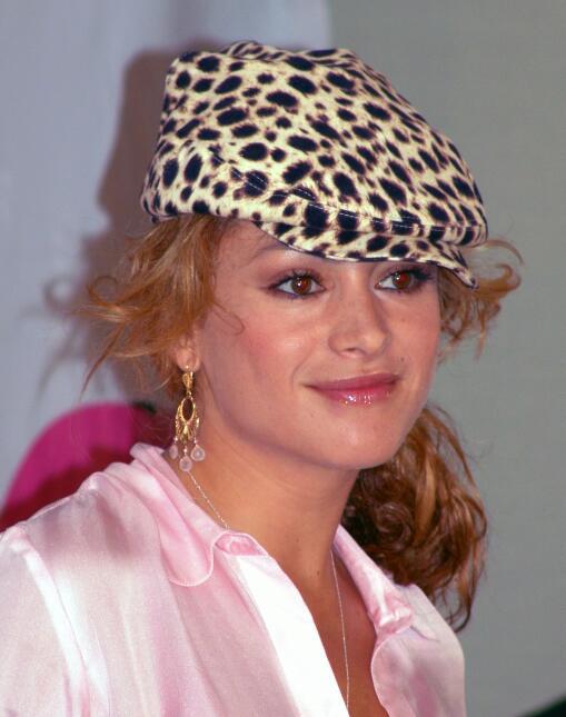 Paulina Rubio presentó su disco Pau-Latina en 2004 usando una boina con...