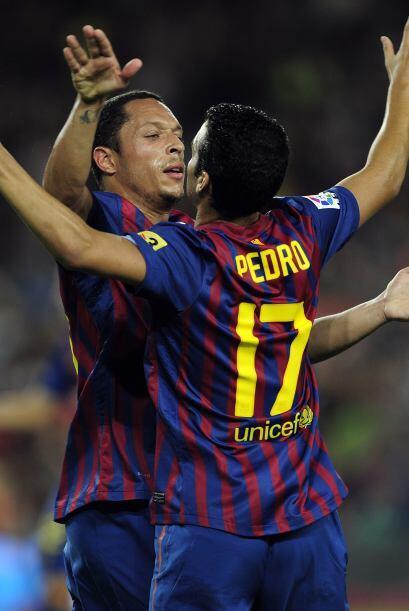 Justo un tiro libre de Messi pegó en el travesaño y Pedro contrarremató...