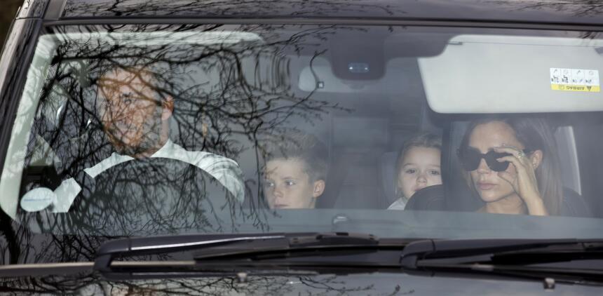 David Beckham y su familia llegan a la recepción por la boda de Sir Elto...