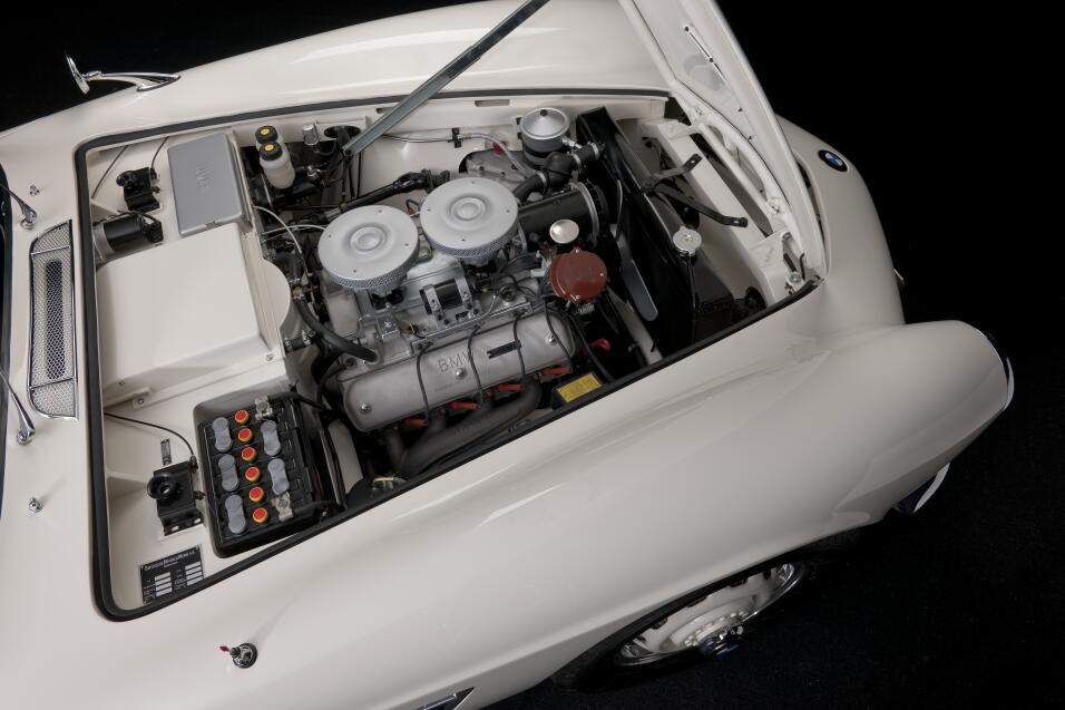 El día que Elvis compró un BMW P90229730_highRes_elvis-bmw-507-08-201.jpg