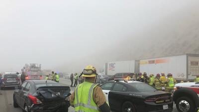 En fotos: El choque múltiple que causó la densa neblina en una carretera de California