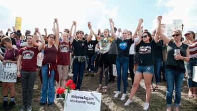 Estudiantes se manifiestan tras el tiroteo en Parkland, Florida, en favo...