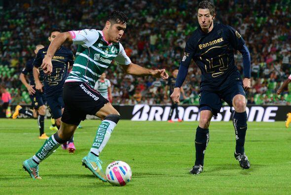 El delantero de Santos, Javier Orozco, debutó con Cruz Azul en el...
