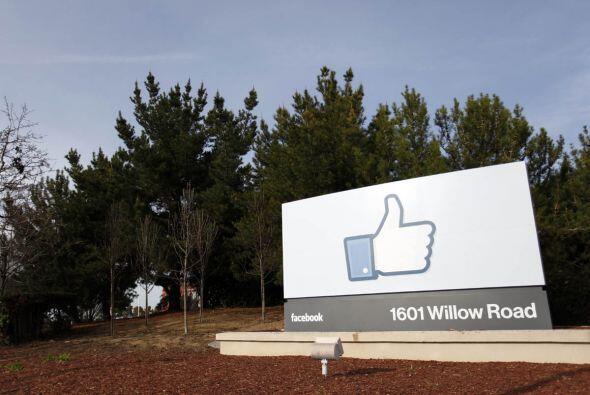 MAYO   Facebook hace su gran debut en la bolsa de valores  La empresa m&...