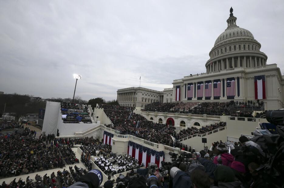 In photos: President Trump is sworn in 2017-01-20T165806Z_1647097701_HT1...