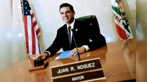 John Noguez en sus tiempos como alcalde de Huntington Park.