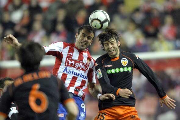El Sporting de Gijón recibió al Valencia en la apertura de la vigésimo s...