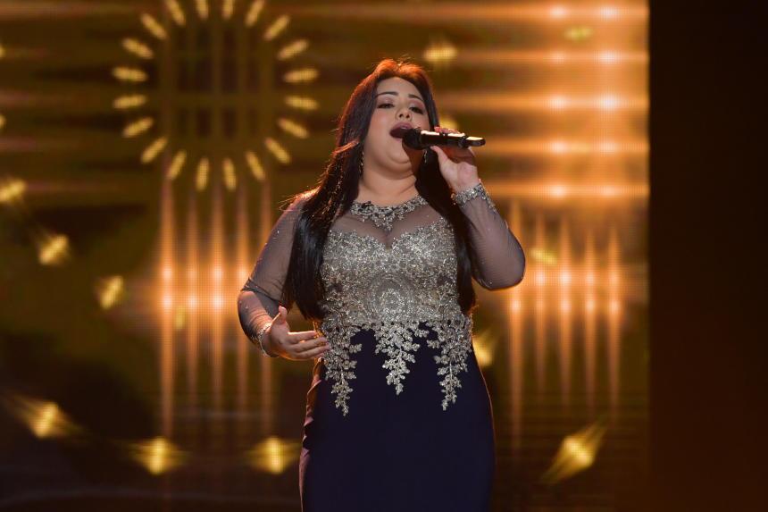 En la semifinal de La Reina de la Canción, Sandra interpretó el tema clá...