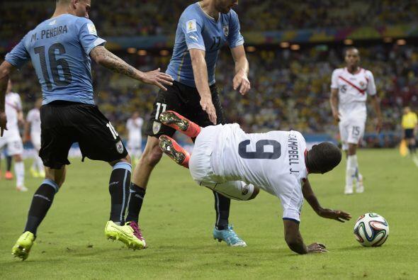 Uruguay no sólo perdió su futbol, perdió la calma y la fortaleza defensi...