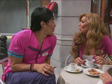 Carmelo y Chabelita estaban chismeando sobre el nuevo novio de Jacky.