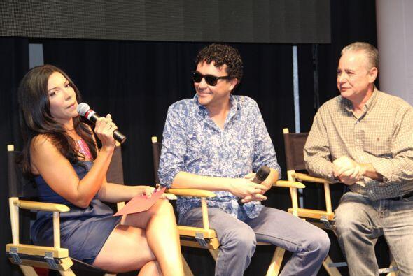El cantante Andres Cepeda junto a Paula Arcila y Osvaldo Vega.