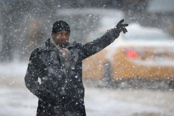 Hasta pedir un taxi en Nueva York se convirtió el jueves en una tarea pe...