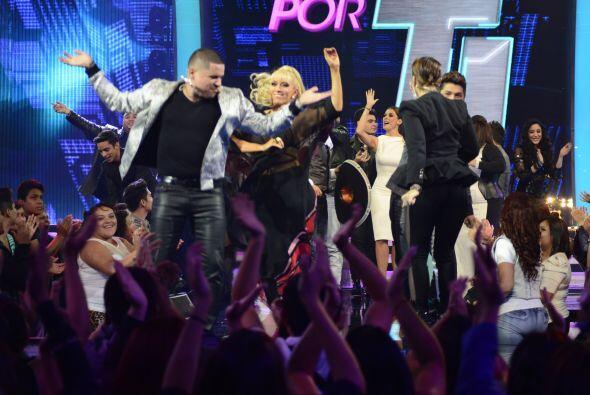 Y como es costumbre, al finalizar el show todos subieron a bailar al esc...