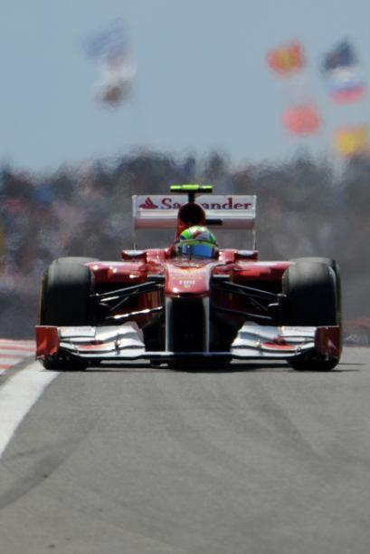 Fernando Alonso salió desde la quinta posición y llegó a estar en segund...