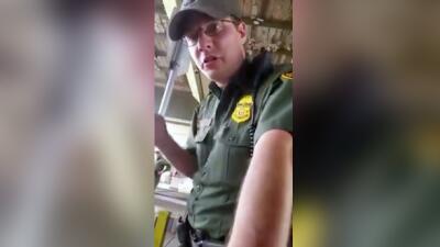 Sujeto explica a agente fronterizo por qué no habla inglés