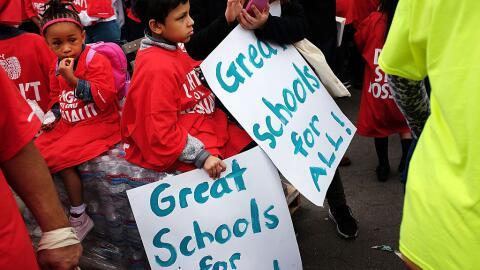 Miles de estudiantes, padres y educadores se reúnen en Brooklyn demandan...