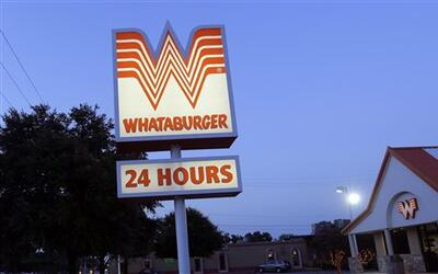 La cadena de hamburguesas asegura que respeta a los agentes del orden y...