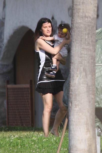 Laura Paussini había ocultado a su pequeña de las cámaras.Mira aquí lo ú...