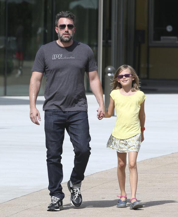 Violet se mostró feliz de estar con su papá de nuevo.