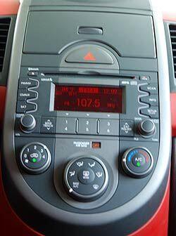 El equipo de audio cuenta con radio satelital, conexión integral para iP...