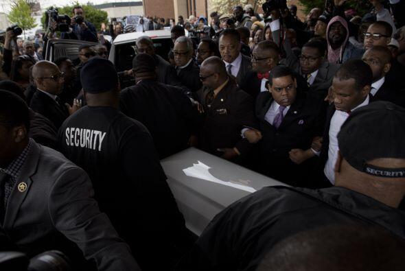 La violencia se dio después de que numerosas personas se congregaran en...