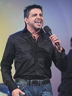 El cantante agredeció la distinción del artista de la semana.