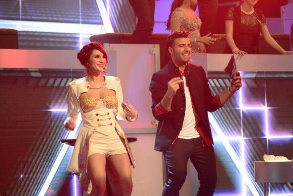 Todos estaban bailando con la actuación de Shaila y Ana Cristina.