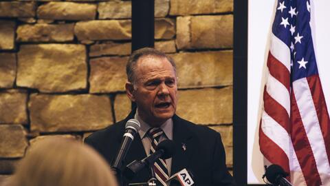 El candidato a senador por Alabama Roy Moore durante un evento el fin de...