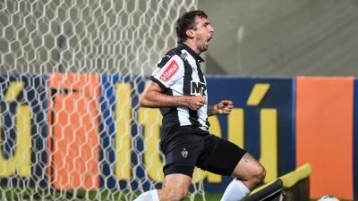 Atlético Mineiro gana y se acerca al líder Corinthians