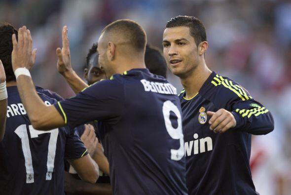Cristiano también felicitó al '9' del cuadro madridista.