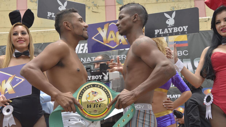 Saguilán y Buelvas en peso (Foto: Alma Montiel/WBC).