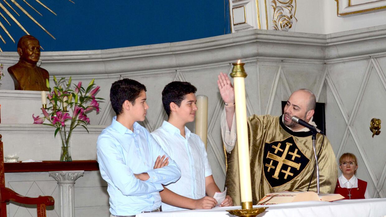 Eduardo y Roberto celebraron su cumpleaños con una misa.
