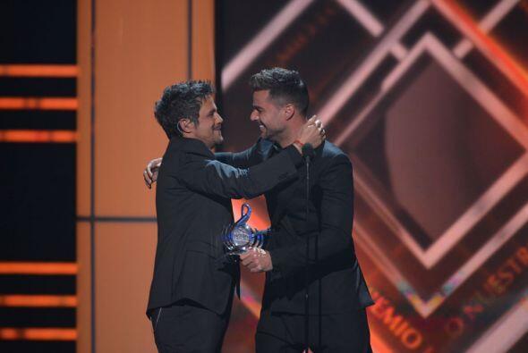 La sorpresa llegó cuando Ricky Martin apareció sobre el escenario para e...