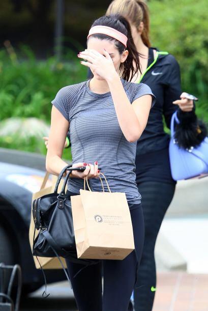 Khloe Kardashian y Kendall Jenner salieron al gym juntitas.