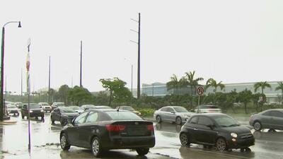 Represamientos y congestión vehicular por tormentas severas en el sur de Florida