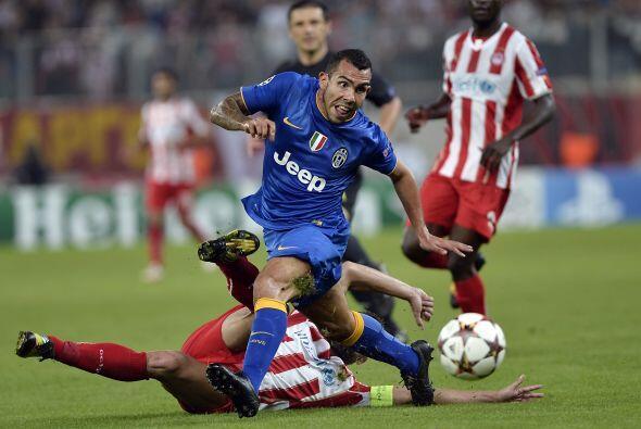 Olympiakos sorpendió al campeón italiano, Juventus, al vencerlos 1-0 con...