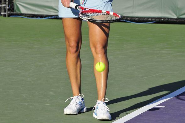 La belga Kim Clijsters soportó muy bien el intenso calor del domingo en...