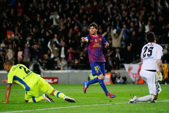 Messi se lo dedicó a Iniesta, autor de un pase de taco. Talento puro lo...