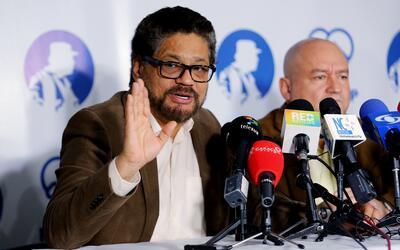 Los miembros del Estado Mayor de las FARC Luciano Marín (izquierd...