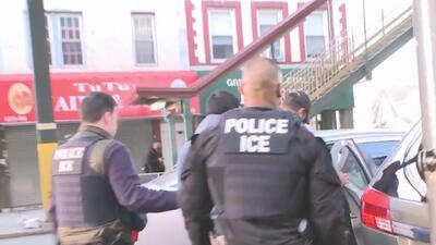 """Inmigrante fue arrestado cuando iba en un taxi porque """"tenía antecedente..."""