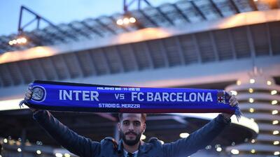 Ambiente de fiesta en Milán para el partido de Inter contra Barcelona en la Champions