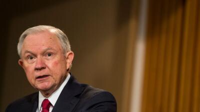 Sessions ocultó sus contactos con el embajador ruso.