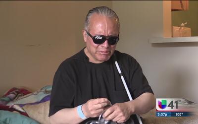 Hombre ciego pide ayuda para darle sepultura a su esposa