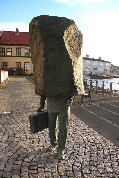 El oficial desconocido, Reykjavik (Islandia)- Este monumento está dedica...