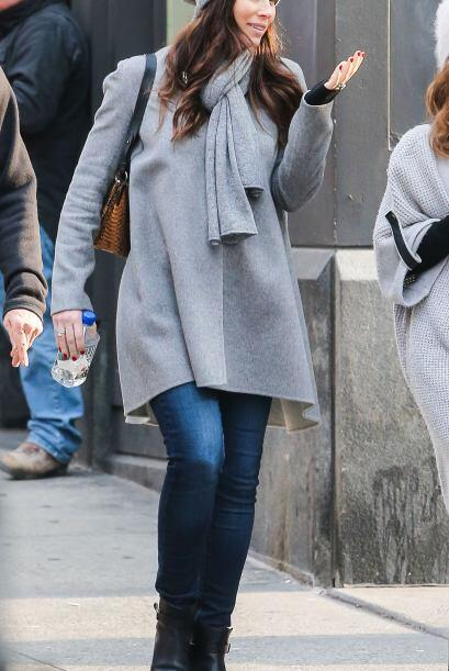 Así que Jessica se pasea con ropa cada vez más holgada.