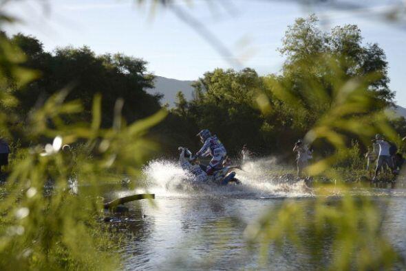 Sainz, que también tuvo problemas ayer, es sexto a casi dos horas del lí...